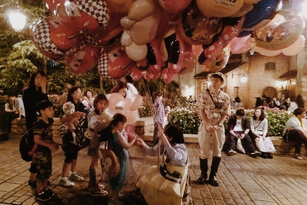 tokyo disneysea balloons